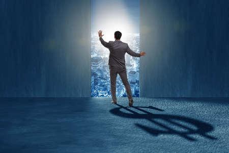 Homme d'affaires, jetant une ombre de forme de dollar au concept d'entreprise Banque d'images
