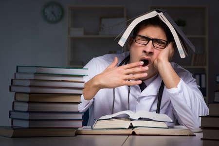 Medical student preparing for university exams at night Zdjęcie Seryjne