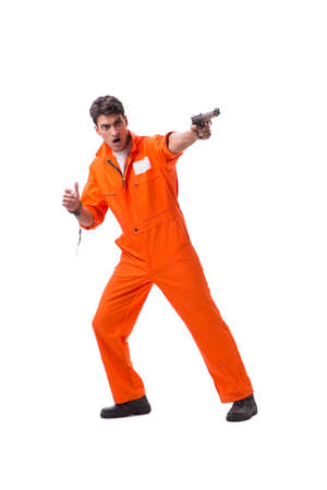 Prigioniero con pistola isolato su sfondo bianco