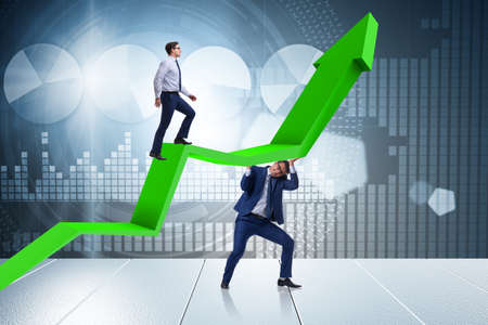 Businessman supporting growtn in economy on chart graph 스톡 콘텐츠