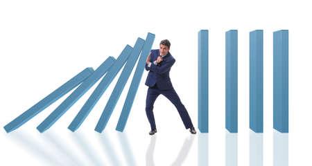 Uomo d'affari in domino effetto concetto di business Archivio Fotografico - 93512158