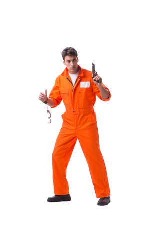 Prigioniero con la pistola isolata su fondo bianco