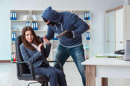 Criminal taking businesswoman as hostage in office Standard-Bild