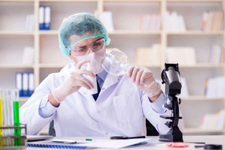 Forensics investigator working in lab on crime evidence Banque d'images