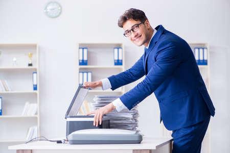 Businessman making copies in copying machine Stockfoto