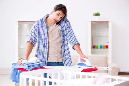 Young dad looking after newborn baby Stockfoto