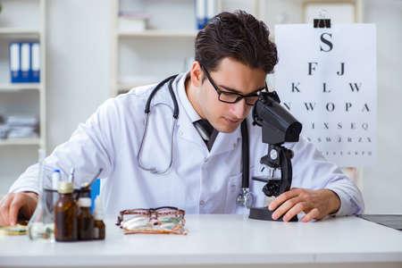 Eye doctor in medical concept Foto de archivo