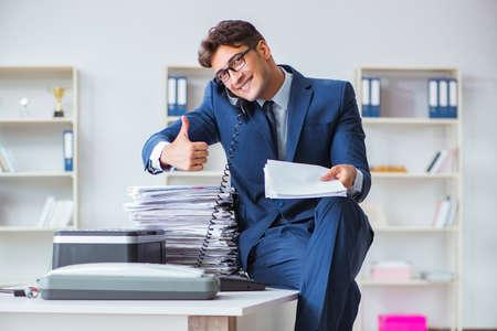 Businessman making copies in copying machine 版權商用圖片