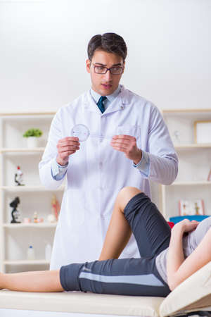 Doctor checking patients joint flexibility Imagens