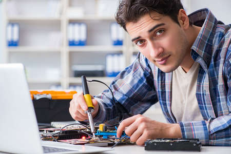 Computer hardware repair and fixing concept by experienced techn Stockfoto