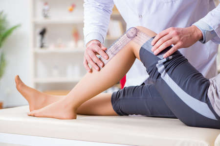 Doctor checking patients joint flexibility Stockfoto