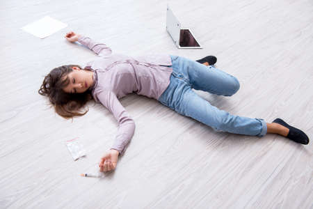 Dead woman on the floor after commiting suicide Standard-Bild - 100485769