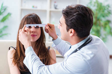 Ophthalmologist is checking up patient in eye doctor hospital Foto de archivo