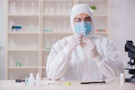 Expert criminologist working in the lab for evidence Banco de Imagens - 101001448