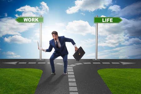 Geschäftskonzept des Arbeitslebens oder der Haushaltsbilanz Standard-Bild