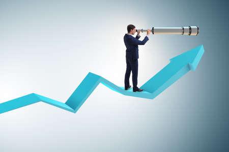 Uomo d'affari nel concetto di affari di pianificazione finanziaria