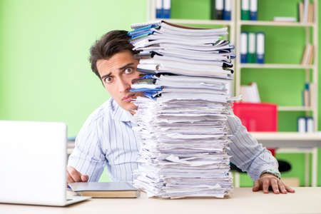 Businessman having problems with paperwork and workload Banque d'images - 105508909