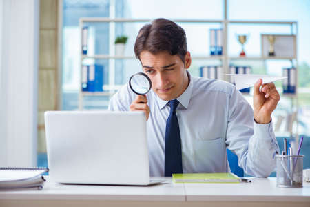Businessman with magnifying glass and paper plane Stock Photo - 106387018