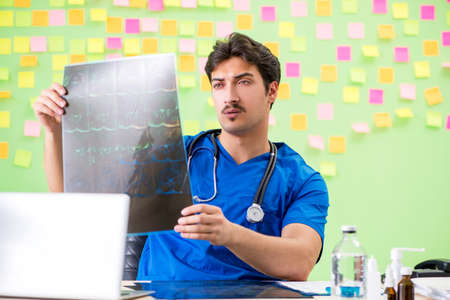 Young doctor with many reminders and urgent work Banque d'images