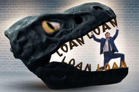 Hombre de negocios en las fauces de la deuda y el préstamo Foto de archivo