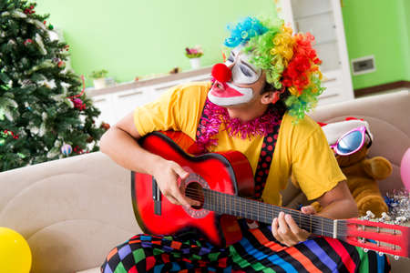 Funny clown in Christmas celebration concept Banque d'images - 111835543