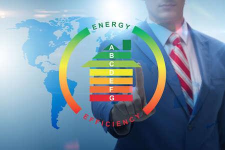 Zakenman in energie-efficiëntie concept