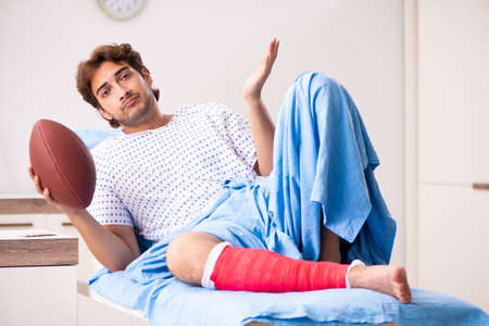 Injured man waiting treatment in the hospital Stockfoto