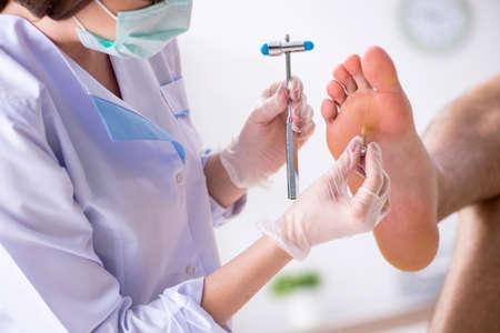 Podiatrist treating feet during procedure Imagens - 115000603
