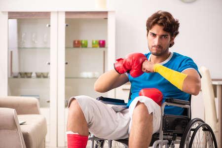 Injured man recovering from his injury Stockfoto