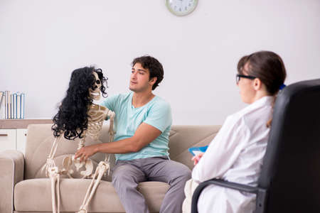 Young patient visiting psychologist for therapy 스톡 콘텐츠 - 116147310