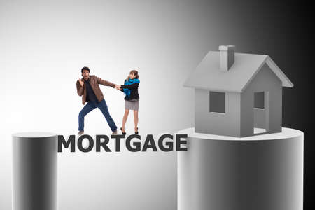 Concept of family taking mortgage loan for house Banque d'images