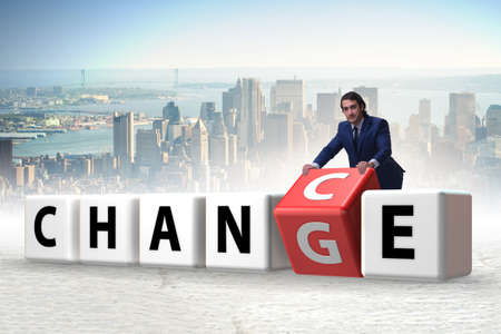 Businessman taking chance for change Foto de archivo - 118882292