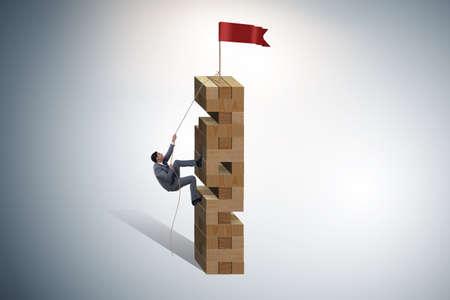Geschäftsmann klettert zum Top-Erfolg