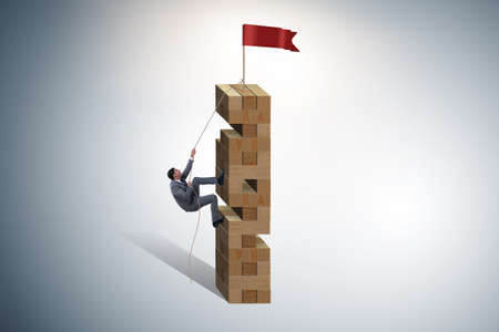 Homme d'affaires grimpant au sommet du succès
