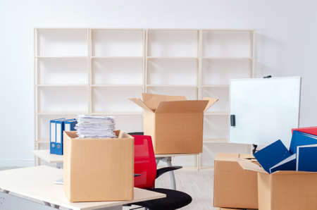Young man employee with boxes in the office Stockfoto