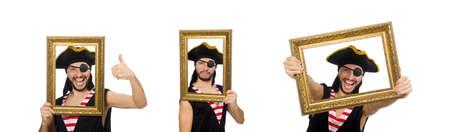 Mann Pirat auf dem weißen Hintergrund isoliert
