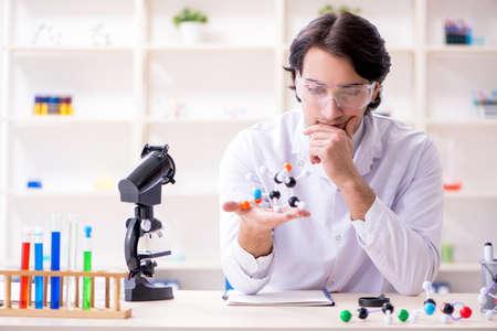 Young male scientist working in the lab Archivio Fotografico