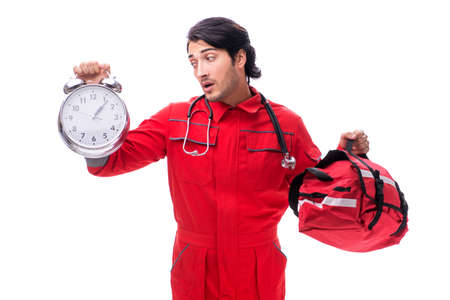 Młody sanitariusz w czerwonym mundurze na białym tle Zdjęcie Seryjne