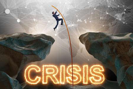 Concetto di crisi con l'uomo d'affari nel concetto di affari