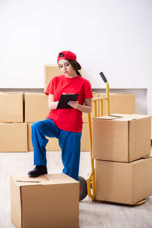 Young female professional mover doing home relocation Standard-Bild