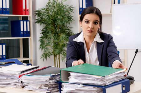 Employée mécontente du travail excessif