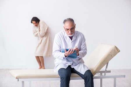Aged male doctor psychiatrist examining young patient Archivio Fotografico