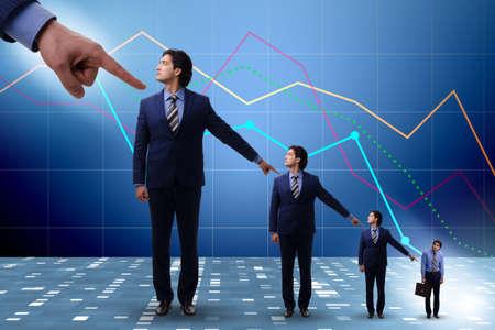 Les hommes d'affaires se blâment les uns les autres pour les échecs