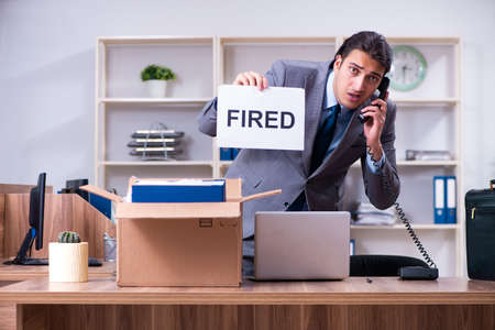 Young male employee being fired from his work Foto de archivo - 124631851