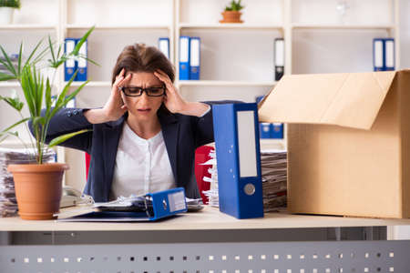 Middle-aged female employee being fired from her work Foto de archivo - 124800901