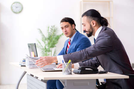 Two male colleagues in the office Stockfoto