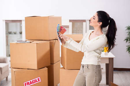 Young woman moving to new flat Stockfoto