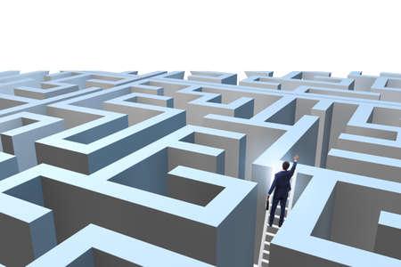 Homme d'affaires essayant d'échapper au labyrinthe