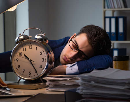 Businessman falling asleep during long hours in office Stockfoto - 128319398