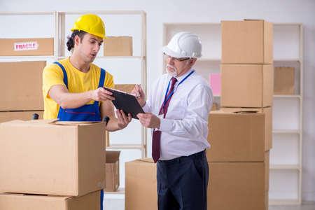 Déménageurs professionnels effectuant un déménagement à domicile